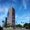 空のキャンバスに描かれた雲の絵画。今日もカリフォルニアの空は青かった