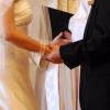 日本って、いろいろ規制が多いのね。「結婚相談所のCM是非について」